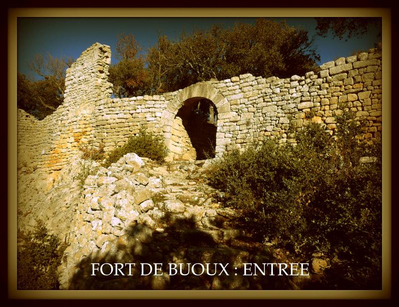 Fort de buoux entree